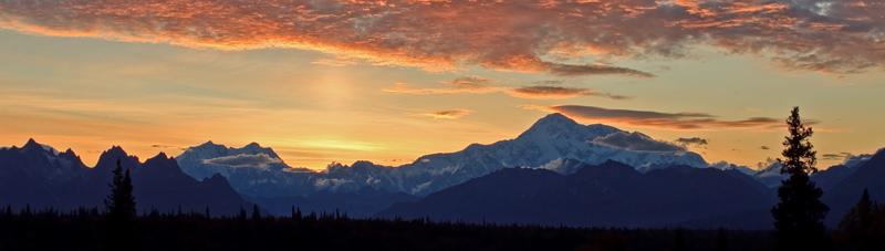 Mont Denali au coucher du soleil - pano
