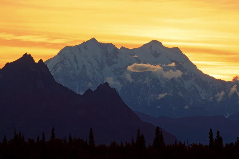 Mont Hunter au coucher du soleil