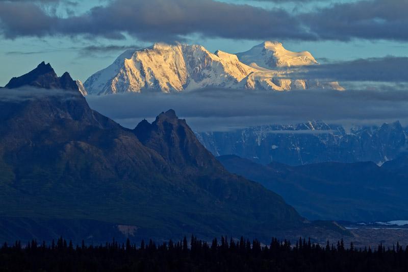 Mont Hunter au lever du soleil