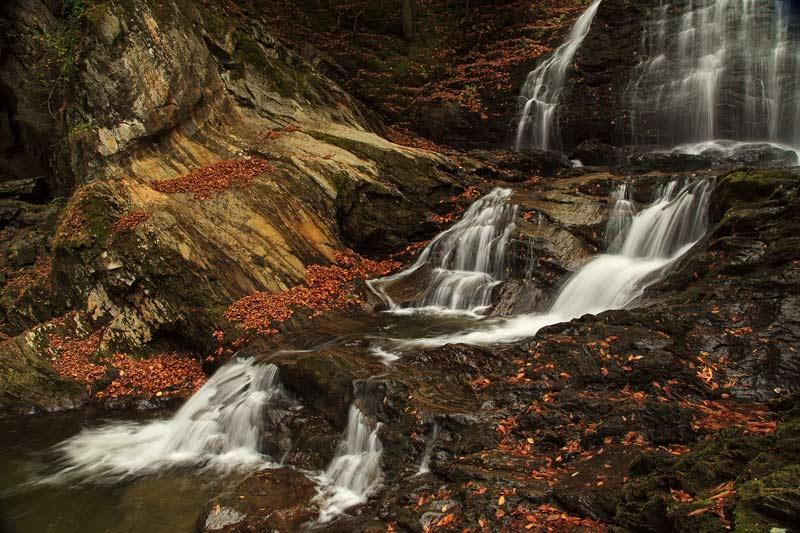 Cascades de Moss Glenn Falls à l'automne