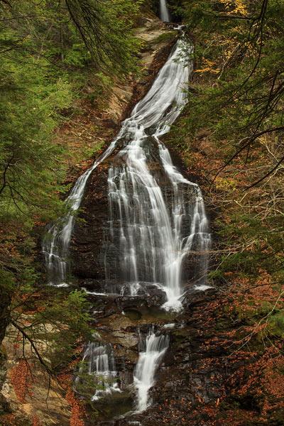 Moss Glenn Falls à l'automne - Verticale