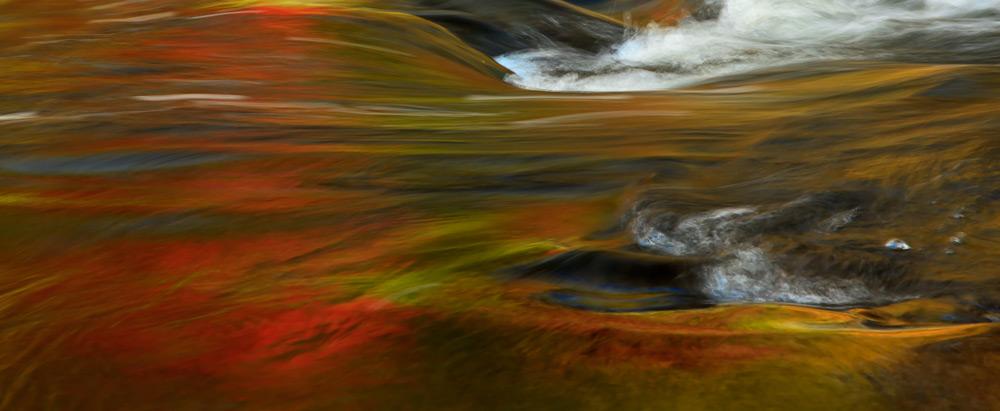 Reflets d'automne dans les rapides 2