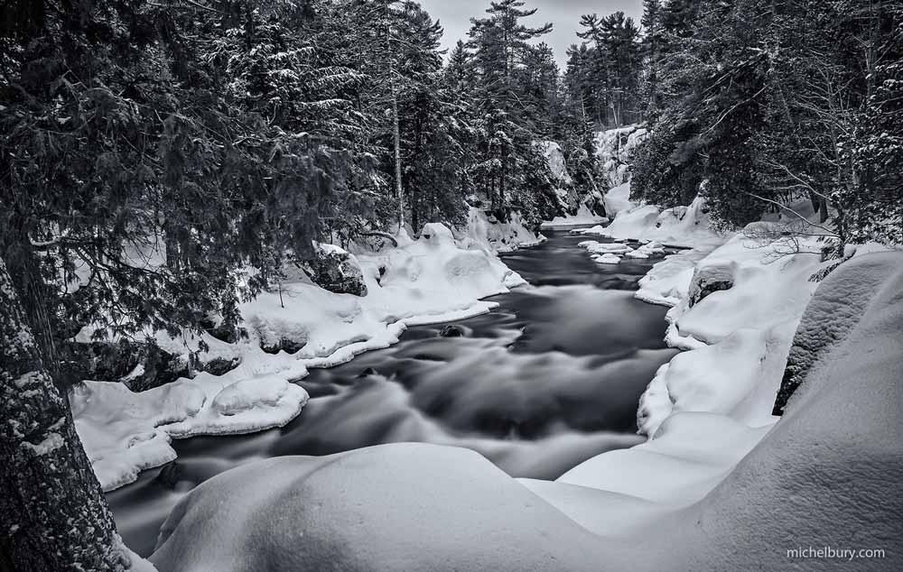 Riviêre Ouareau en hiver - noir et blanc