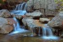Cascade sur le ruisseau Des Chênes à l'automne
