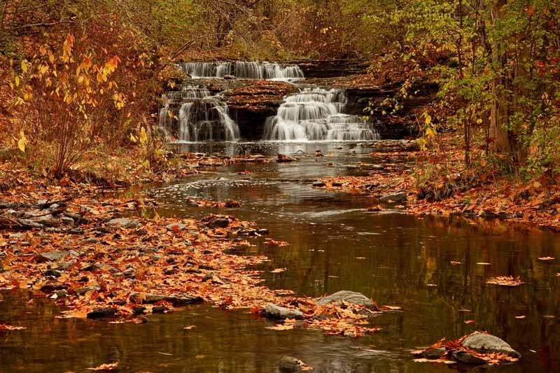 Cascade d'automne - Plan large
