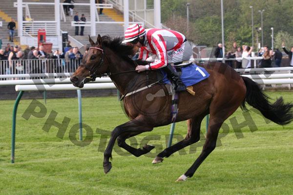 Race 7 - Carlton Frankie (15)