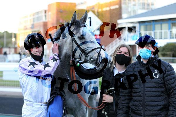 Race 7 - Professional Widow (15)