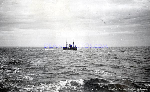 10-Alderney-1942-Vorpostenboot-(German-Patrol-Boat-or-flak-ship-also-VP-boat)-Karl-Otto-Bier-Album©