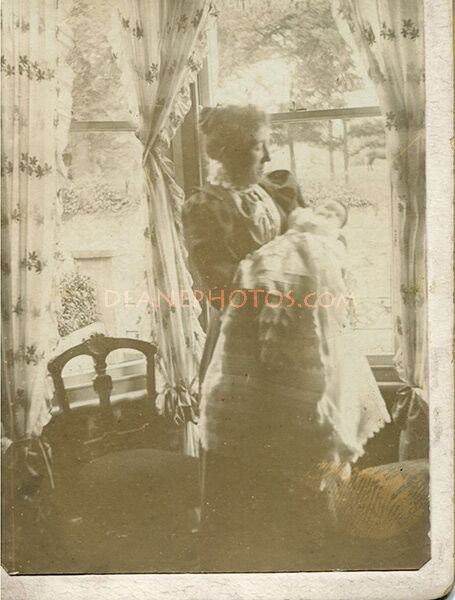 Lavinia Lee (nee Dorey) & Daughter Phylis in Oct 1898