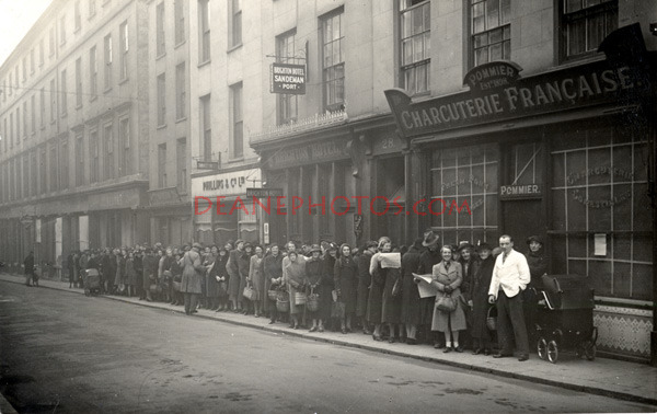 Queue outside Pommier's at 8.45 pm.