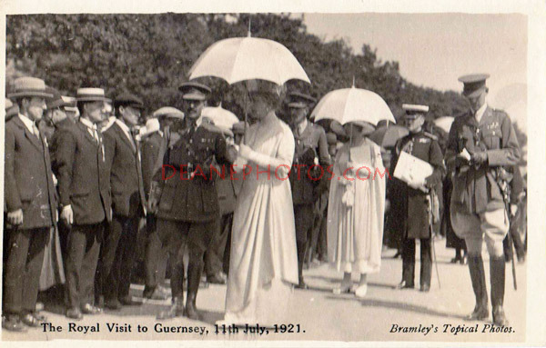 Queen Mary inspects ex-Service Men