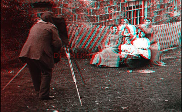 Stereo image of cameraman & Sitters - Zoom