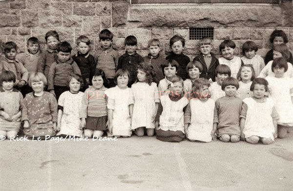 Tiny Tots Vale Infants March 1927