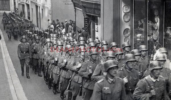 Marching German Troops in Le Pollet (Zoom)