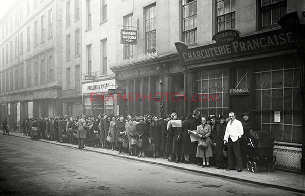 Queue Outside Pommiers Fountain Street