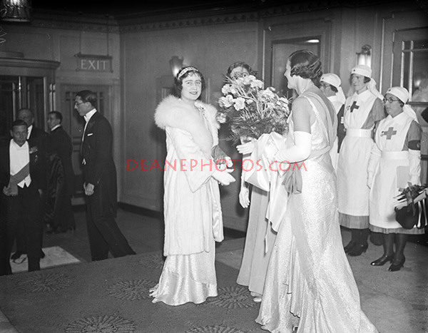 DUKE AND DUCHESS OF YORK ATTEND RED CROSS BALL 15/11/33