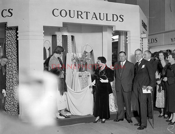 HRH Duchess of York at BIF18-2-35-Courtaulds