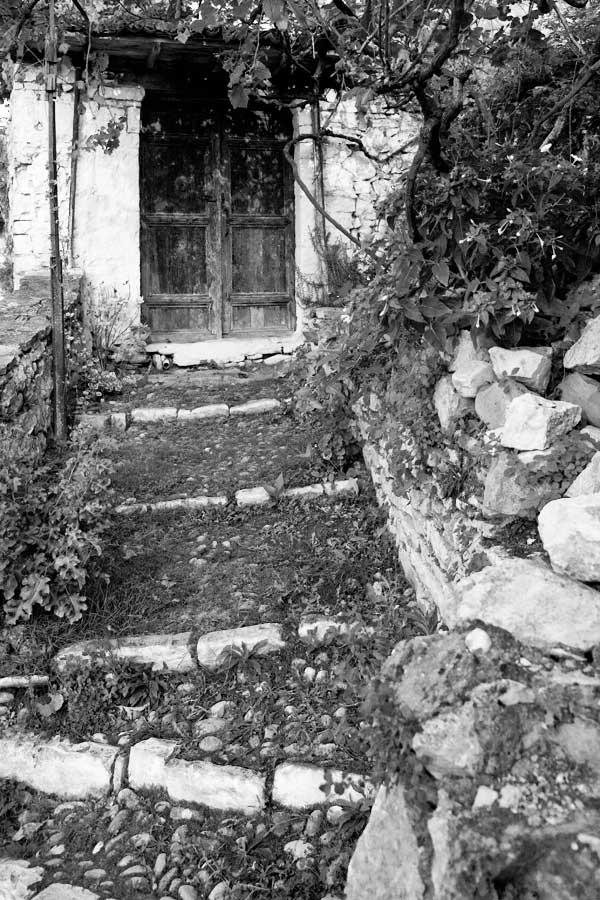 Door and Steps, Berat