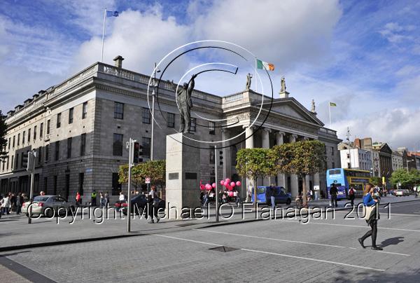 Dublin (G.P.O. & statue of Jim Larkin, O'Connell Street) Ref. # DSC4164CR