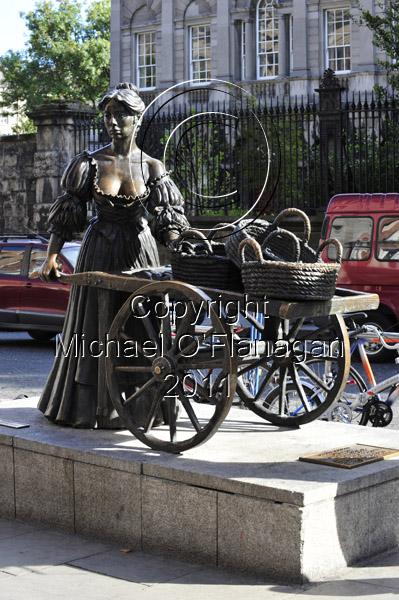 Dublin (Molly Malone Statue, Grafton Street) Ref. # DSC4092