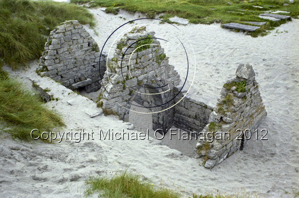 Teampall Chaomháin, Inis Oirr (1980) Ref. # F39.9