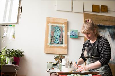 Moira Buchanan Fine Artist at her studio working