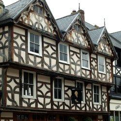 Robert Raikes House by Arthur Winch