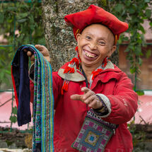 Red Hmong - Vendor smile