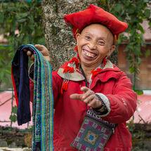 Red Hmong - Vendor smile