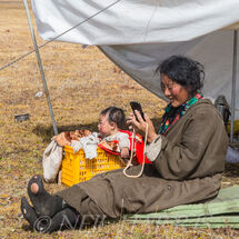 Nomad woman on mobile