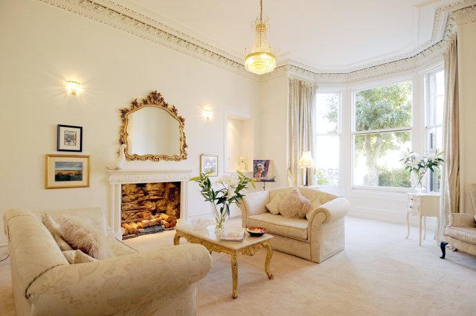 Victorian Flat Lounge
