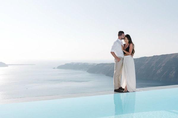 honeymoon couple photo session in santorini greece