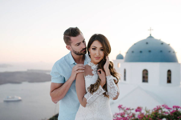 honeymoon couple photo session in santorini greece