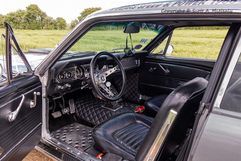 1966 Mustang 302 interior-9608