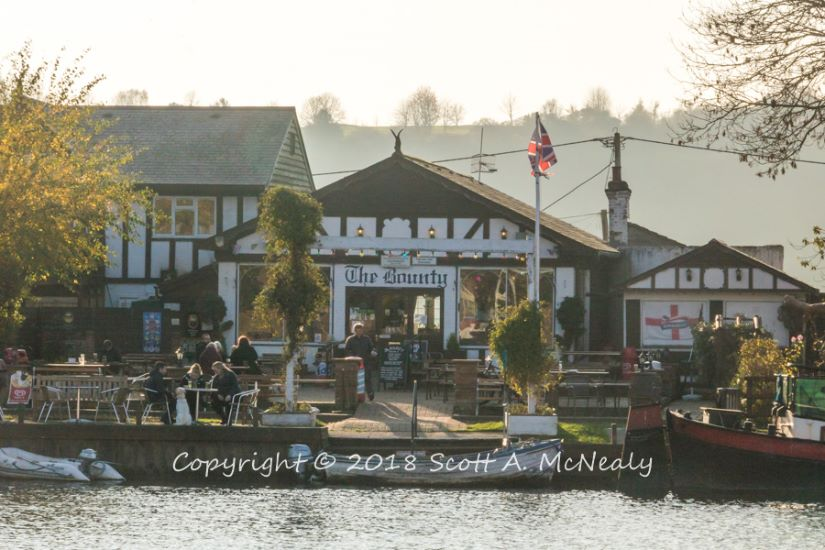 The Bounty Pub-from Bourne End Marina-8195