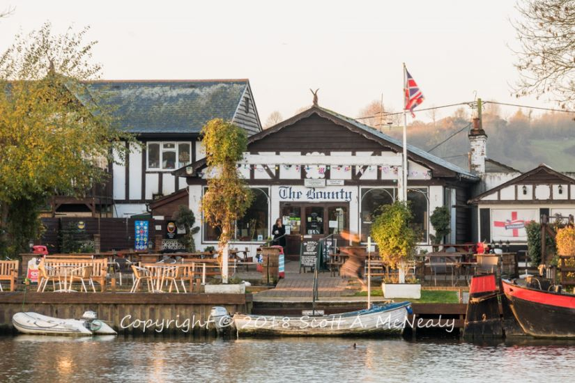 The Bounty Pub-from Bourne End Marina-8244