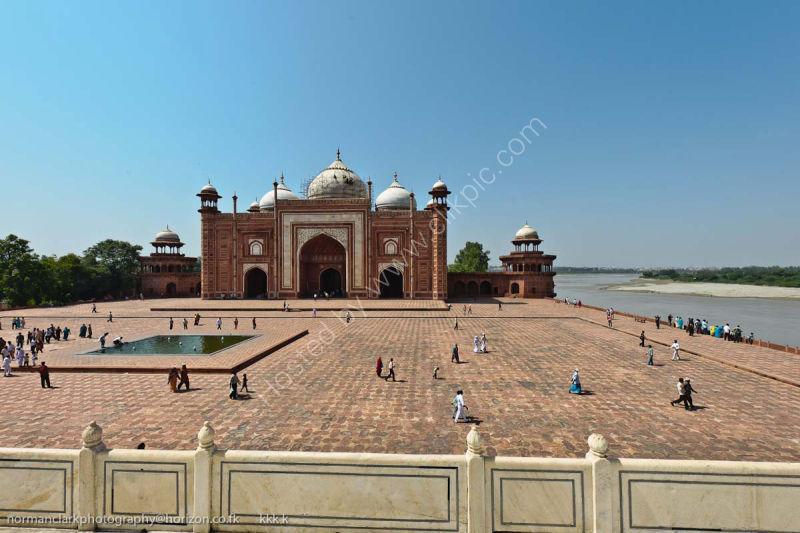 dsc1972 Mosque-at the Taj Mahal-