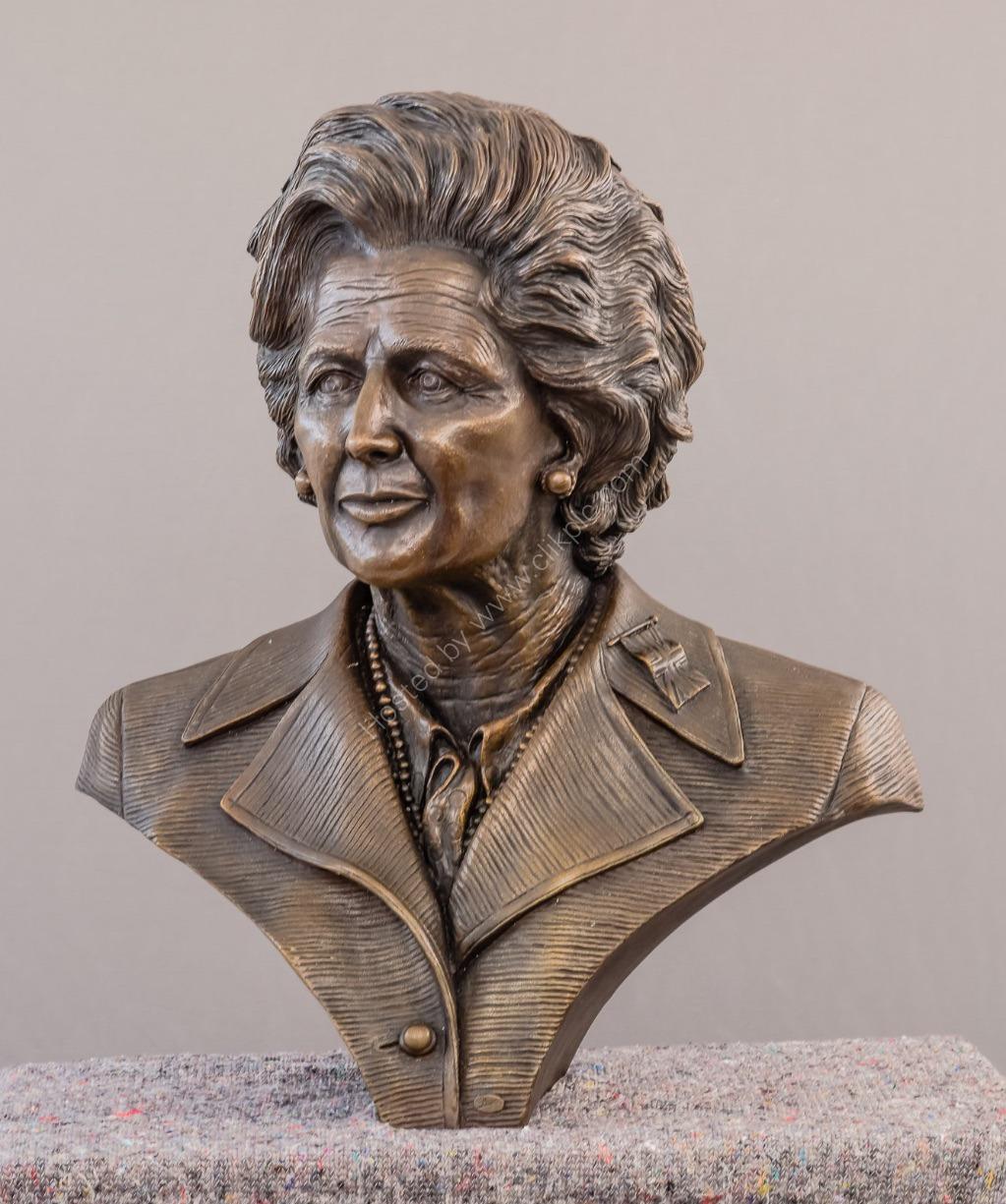 3963_Thatcher Sculpture
