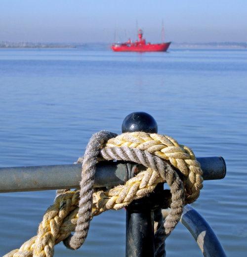 Nautical.  Photographer : Ken Thorn