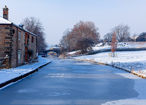 Leeds-Liverpool Canal in Winter