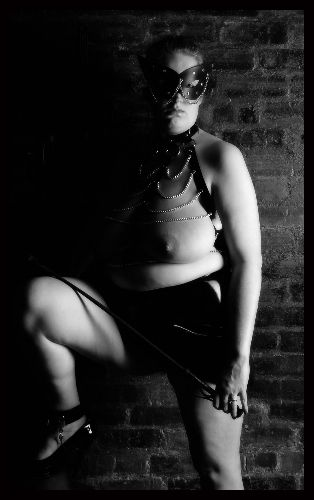 Mistress BBW Willow - Waiting in the shadows