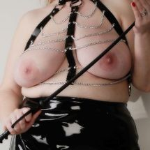 Mistress BBW Willow - Whip hand