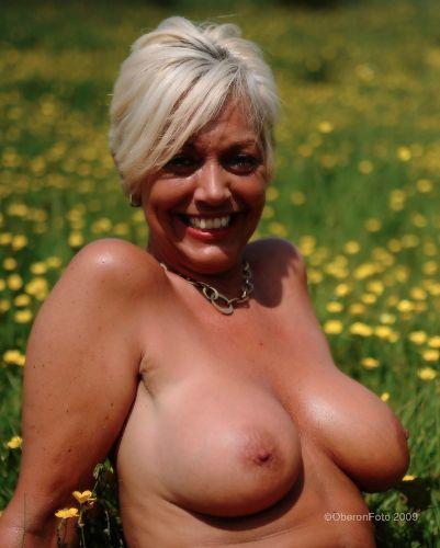 Georgie - Happy nudist
