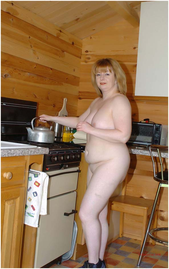 Charley - Nude domestic goddess
