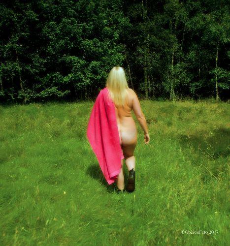 Muse - Pink towel, golden glow