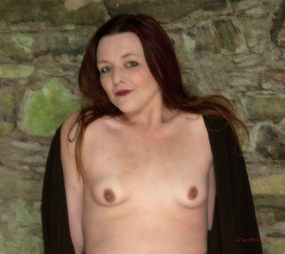 Lou - Castle nude