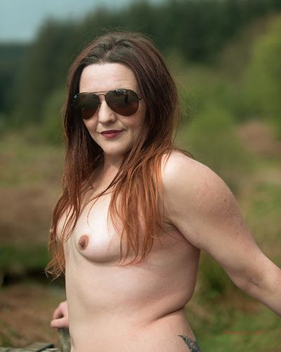 Lou - Young, happy and nude