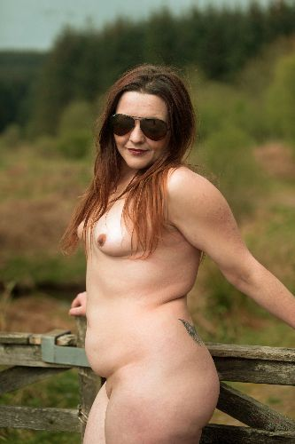 Lou - Happy and naked in the sun