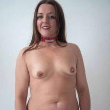 Lou - Nude in collar