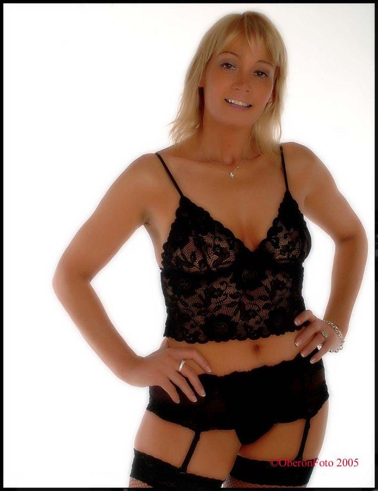 Lesley - Black lingerie